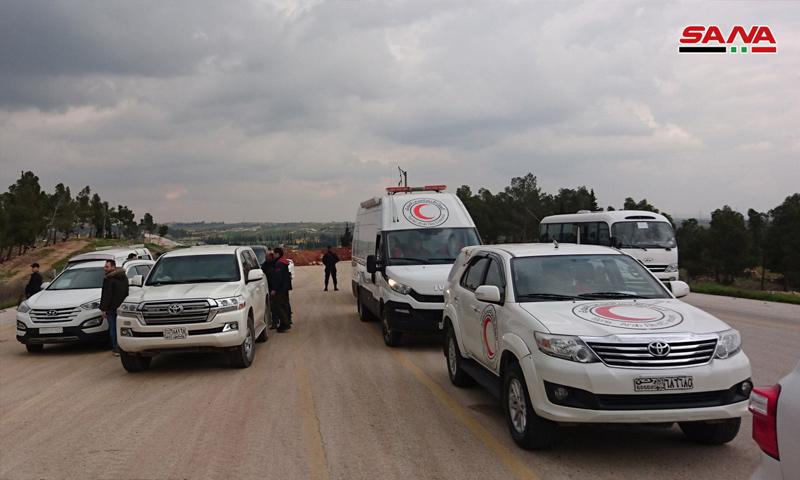 سيارات الهلال الأحمر في أثناء عملية التبادل بين معتقلين وأسرى بريف حلب الشرقي - 12 من شباط 2019 (سانا)