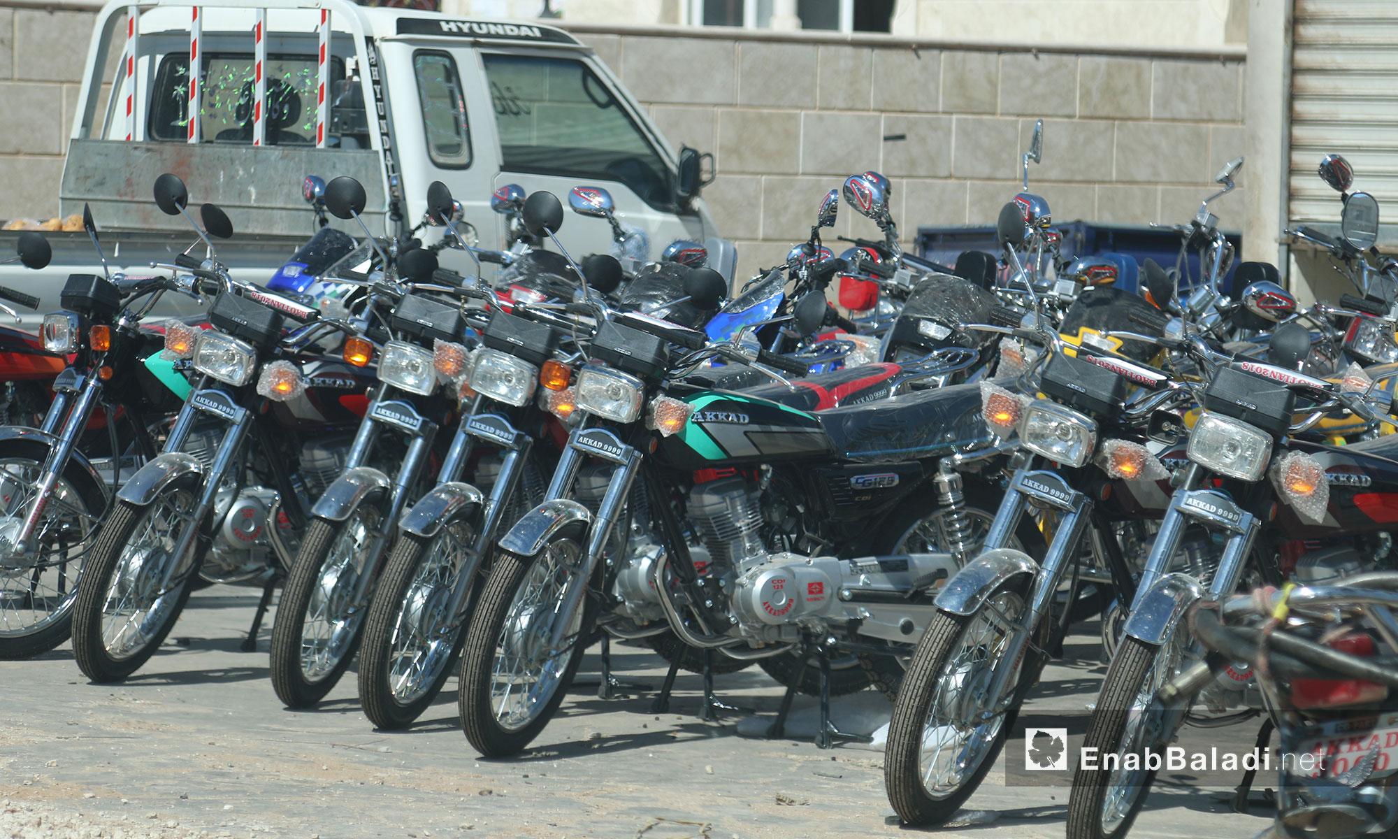 محل بيع الدراجات النارية الجديدة والمستعملة في سرمدا بإدلب - 12 حزيران 2017 (عنب بلدي)