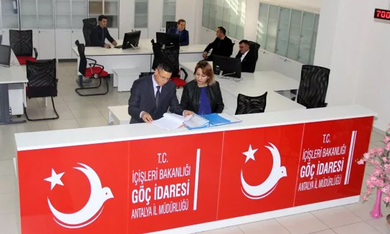 مكتب تسيير معاملات في إدارة الهجرة التركية - (انترنت)