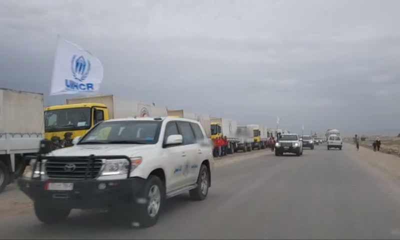 وصول قافلة المساعدات الأممية إلى منطقة التنف باشرف القوات الروسية من أجل دخولها إلى مخيم الركبان المحاصر 6 شباط 2019 (روسيا اليوم)