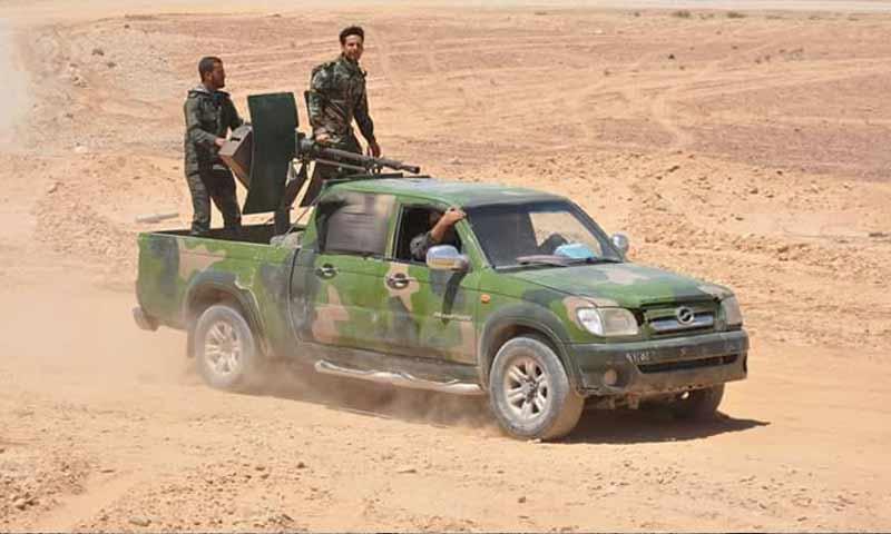 عناصر من قوات الأسد في منطقة العليانية في البادية السورية - 27 أيار 2017 - (فيس بوك)