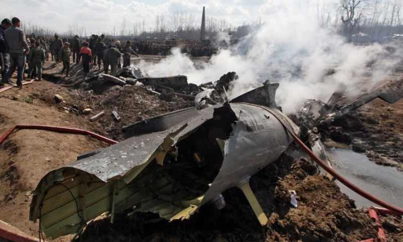 حطام طائرة حربية هندية بعد اسقاطها من قبل باكستان 27 شباط 2019 (رويترز)