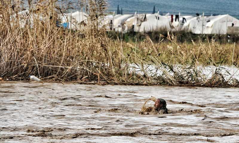 فيضان نهر عفرين بجانب مخيم دير بلوط شمالي حلب كانون أول 2018 = صورة تعبيرية (المصور رامي السيد)