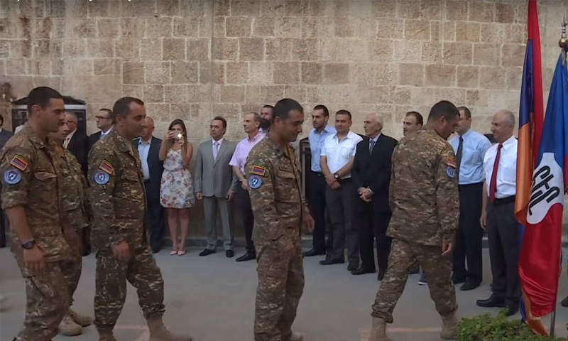 قوات حفظ السلام الأرمنية توزع مساعدات إنسانية في حلب - (Serge)