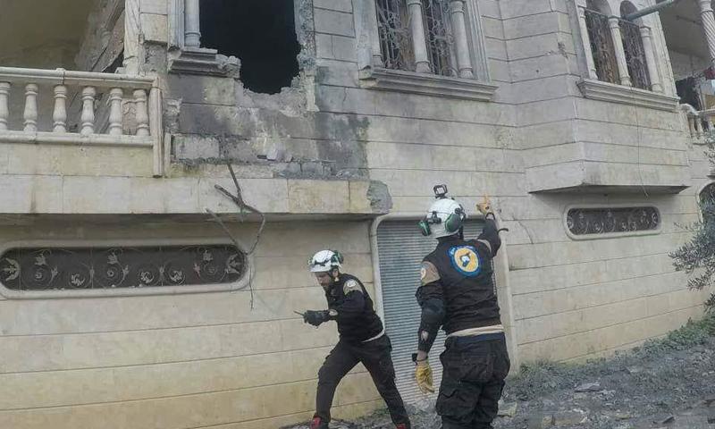 عناصر الدفاع المدني يستجيبون لطلب استهداف أحد منازل المدنيين بريف حماة الشمالي (الدفاع المدني)