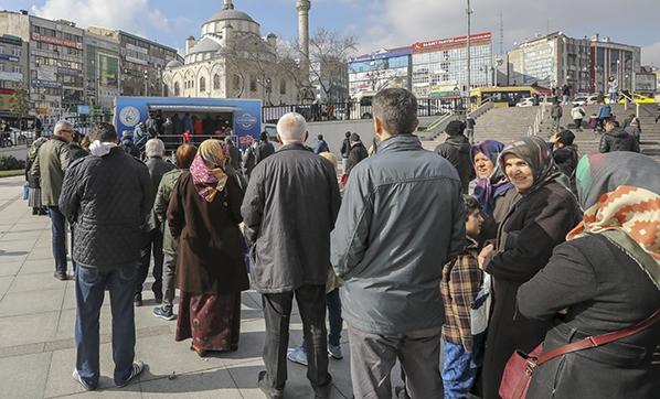 أحد نقاط بيع الخضار في إسطنبول (Vatan)