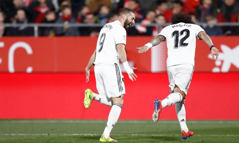 كريم بنزيما يحتفل بتسجيله هدفًا في شباك جيرونا في مسابقة كأس ملك إسبانيا (RealMadrid)