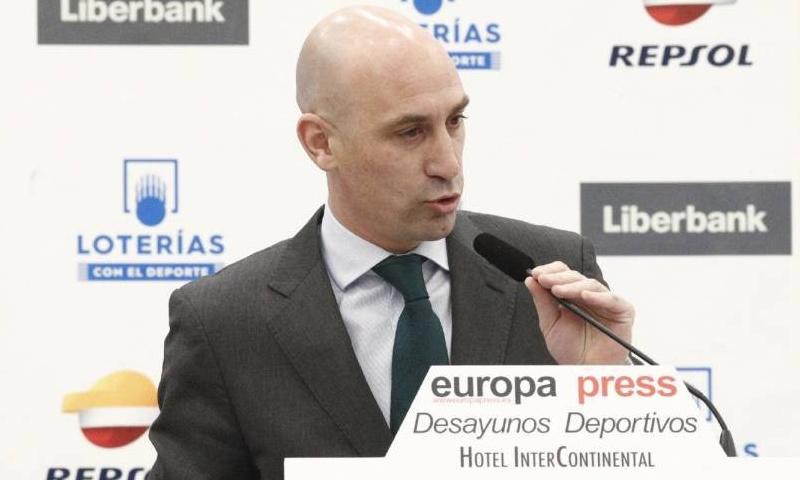 رئيس الاتحاد الإسباني لكرة القدم، لويس روبياليس (آس)