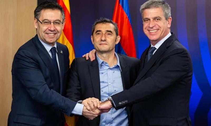 إرنستو فالفيردي يجدد عقده مع نادي برشلونة (برشلونة تويتر)