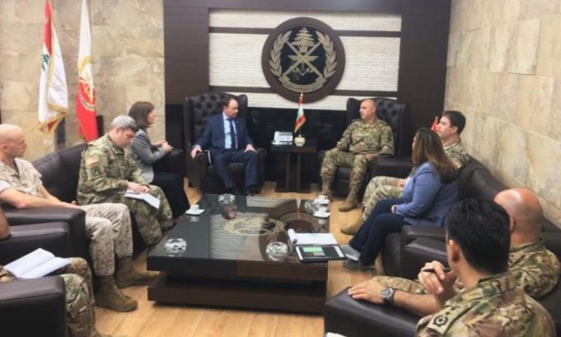 قائد المنطقة المركزية الوسطى، الجنرال جوزف فوتيل خلال لقاءه مسؤولين لبنانيين - كانون الثاني 2019 (السفارة الأمريكية في بيروت)