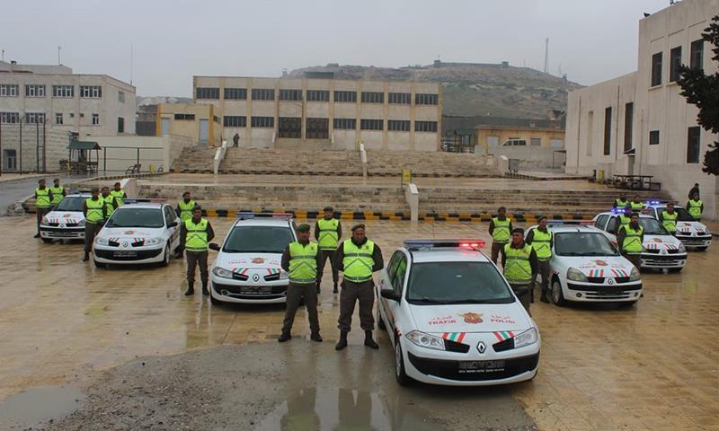 سيارات مرورية قدمنها الجندرمة التركية إلى المجلس المحلي في الباب بريف حلب - 15 من شباط 2019 (الأناضول)