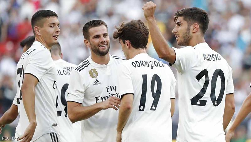لاعبو ريال مدريد في أثناء الاحتفال بهدف - 5 آب 2018 (رويترز)