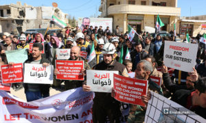 مظاهرة تطالب بالإفراج عن المتعقلات داخل السجون السورية في مدينة مارع بريف حلب - 8 من آذار 2019 (عنب بلدي)
