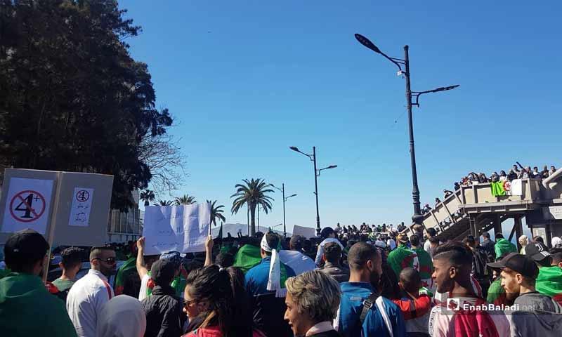 مظاهرات في مدينة وهران الجزائرية ضد الرئيس عبد العزيز بوتفليقة- 15 من آذار 2019 (عنب بلدي)