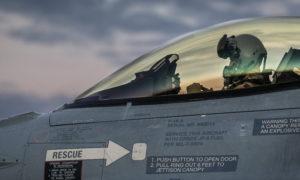 """طائرة تابعة لسلاح الجو الهولندي في التحالف الدولي لهزيمة تنظيم """"الدولة الإسلامية"""" (التحالف الدولي تويتر)"""
