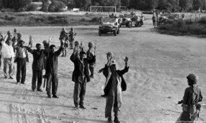 """الجيش الإسرائيلي يأسر مواطنين ومقاتلين عرب في حرب """"نكسة حزيران"""" (AP)"""