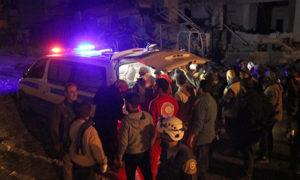 الفرق الطبية تسعف جرحى القصف الروسي على إدلب - 14 من آذار 2019 (ناشطون عبر فيس بوك)