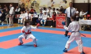 الناشئة السورية نور قويضي في بطولة البوسفور الدولية في مدينة اسطنبول التركية (الهيئة السورية للرياضة والشباب)