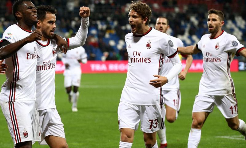 نادي ميلان الإيطالي في مباراة الفوز مع ساسولو- 2 من آذار 2019 (EPA)