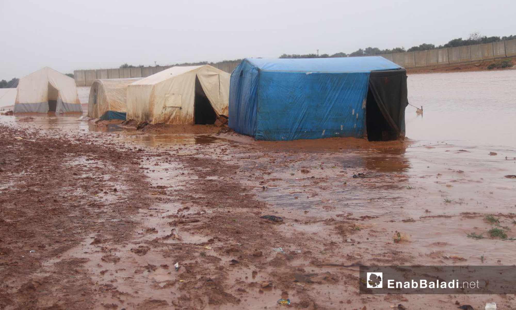 سيول ناجمة الأمطار الغزيرة تغرق مخيمات النازحين في شمالي إدلب 31 من آذار 2019 (عنب بلدي)