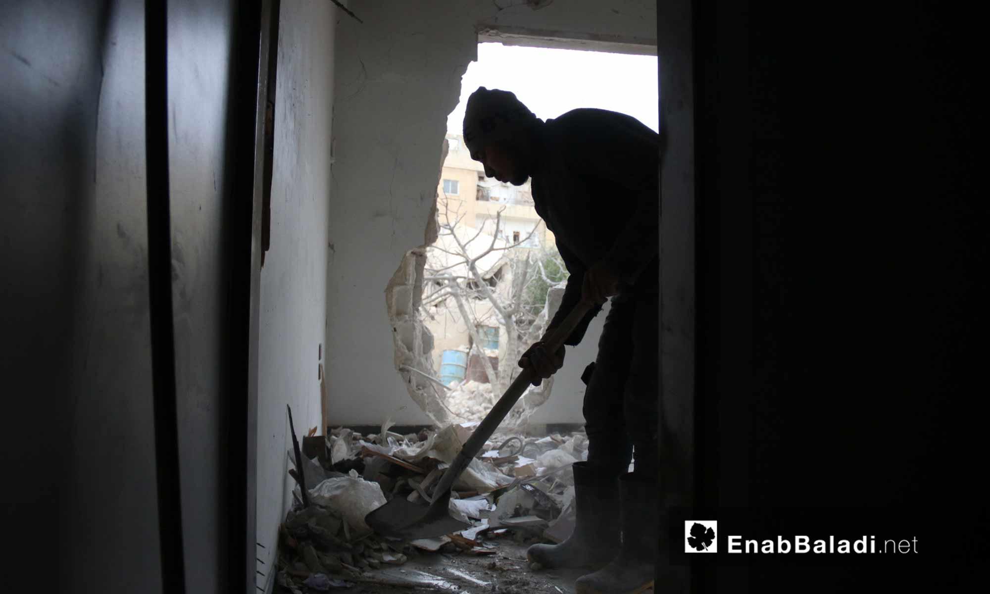 آثار القصف الروسي على الأحياء السكنية وسط مدينة إدلب 14 آذار 2019 (عنب بلدي)