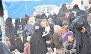 نقل النازحين من بلدة الباغوز بريف دير الزور الشرقي الى مخيم الهول شرقي الحسكة شباط 2019 (فرات بوست)