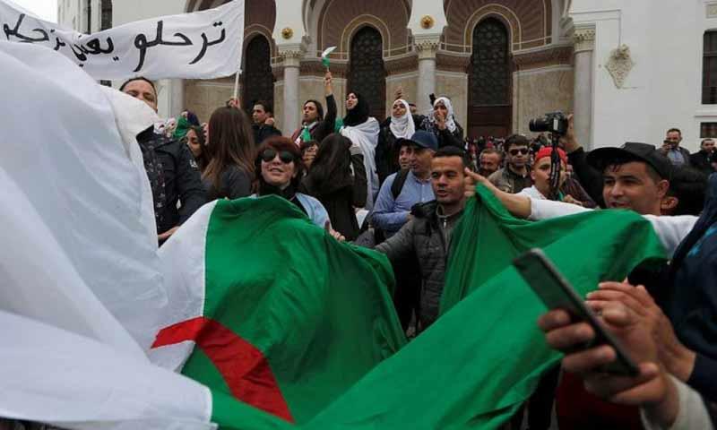 مظاهرات شعبية في العاصمة الجزائرية رفضا لترشح أبو تفليقة 8 آّذار 2019 (فرانس 24)