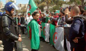 مظاهرات في العاصمة الجزائرية ترفض ترشح بو تفليقة 10 آذار 2019 (فرانس24)