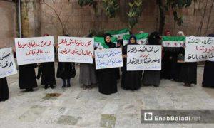 أعضاء تنسيقية حرائر سوريا وتجمع المرأة في جنوبي إدلب خلال ندوة ثورية بالذكرى الثامنة للثورة السورية 15 آذار 2019 (عنب بلدي)