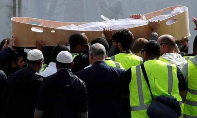 تشييع ضحايا هجوم المسجدين في كرايست تشيرتش في نيوزلندا 20 آذار 2019 (رويترز)