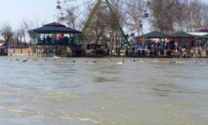 نهر دجلة في مدينة الموصل بعد غرق مدنيين أثناء عبورهم الى الضفة الأخرى 21 آذار 2019 (قناة السومرية نيوز)