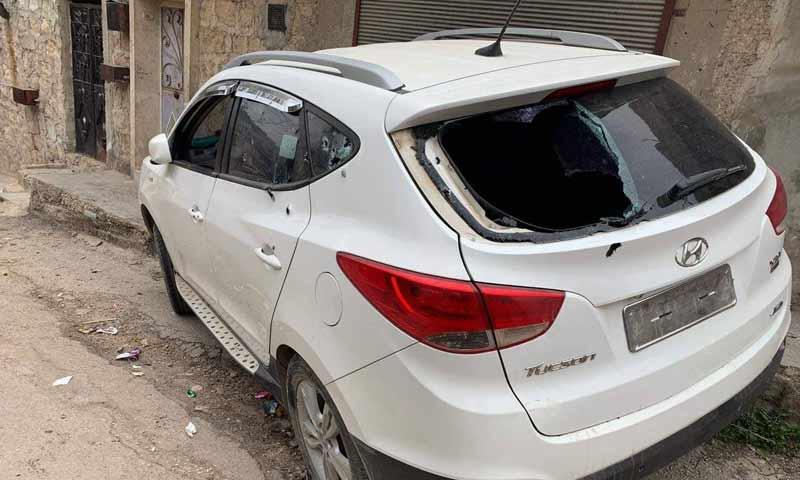 سيارة قائد الشرطة العسكرية في عفرين بعد تعرضها لإطلاق نار 24 آذار 2019 (صفحة إعلام الثورة السورية في فيس بوك)