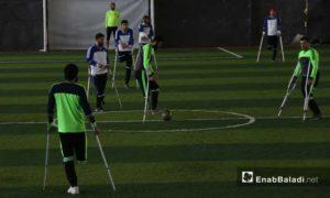 مباراة كرة قدم لمبتوري الأطراف في الصالة الرياضية في إدلب 22 آذار 2019 (عنب بلدي)