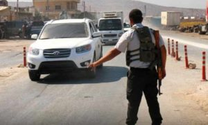 أحد عناصر شرطة النجدة التابعة لحكومة الانقاذ في مدينة الدانا بريف إدلب كانون الأول 2018 (حكومة الانقاذ)