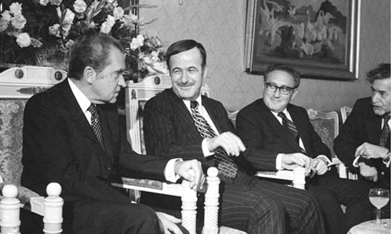 الرئيس الأمريكي ريتشارد نيكسون مع الرئيس السوري حافظ الأسد في دمشق - 15 حزيران 1974 (AP)