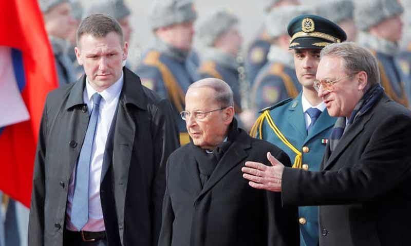 """وصول الرئيس اللبناني ميشال عون إلى مطار """"فنوكوفو"""" في موسكو- 25 آذار 2019 (رويترز)"""