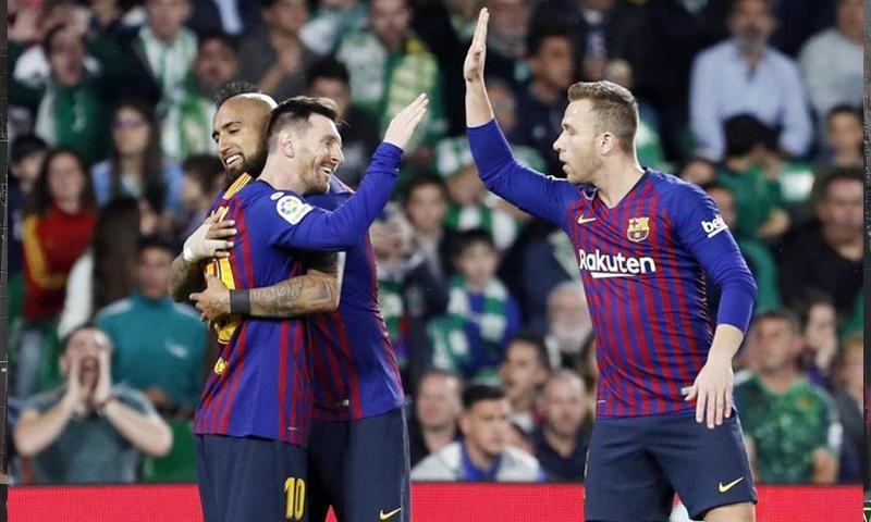 نادي برشلونة يحقق فوزًا بأربعة أهداف مقابل هدف على ريال بيتيس في الدوري الإسباني (برشلونة)