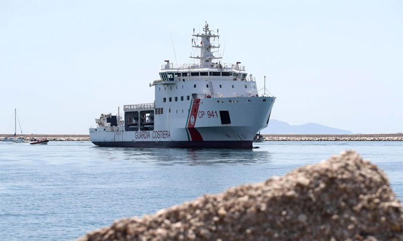 خفر السواحل الإيطالي عند مرفأ صقلية - 12 تموز 2018 (AP)