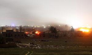"""القصف على مخيم الباغوز آخر معاقل تنظيم """"الدولة"""" شرق الفرات - 20 آذار 2019 (رويترز)"""