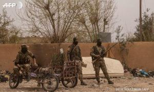 عناصر من قسد في بلدة الباغوز شرق الفرات - 24 من آذار 2019 (AFP دليل سليمان)