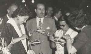 المطربة ام كلثوم في نادي الشرق في دمشق عام 1956 (موقع التاريخ السوري)
