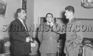 العقيد عدنان المالكي - يمين - وتوفيق الحبوباتي يسار الصورة في نادي الشرق في عام 1954( موقع التاريخ السوري)