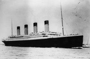 سفينة تيتانيك أثناء إبحارها عام 1912 (إنترنت)