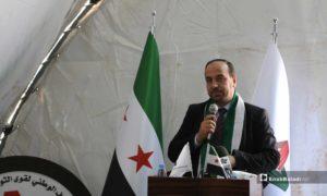 رئيس هيئة التفاوض العليا السورية نصر الحريري خلال افتتاح مكتب للائتلاف الوطني في ريف حلب- 24 من نيسان 2019 (عنب بلدي)