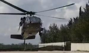 من تدريبات الإنزال الجوي لعناصر من الجيش الحر - 8 من نيسان 2019 (تويتر)