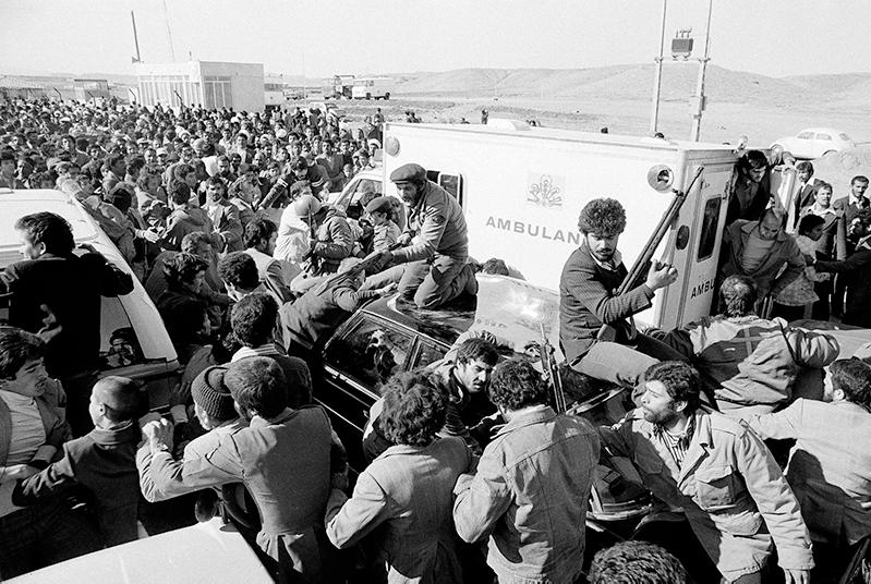 الحرس الثوري الإيراني في مدينة قم الإيرانية عام 1979 (اسوشيتد برس)