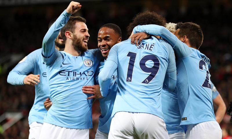 لاعبوا نادي مانشستر سيتي يحتفلون بتسجيلهم هدفًا في مباراة الديربي مع اليونايتد بالدوري الإنجليزي الممتاز (مانشستر سيتي)
