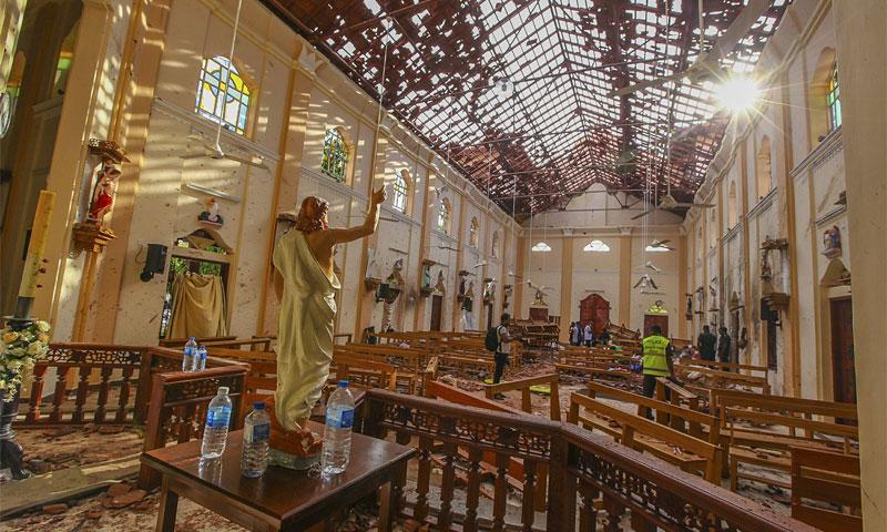 كنيسة القديس سيباستيان بعد التفجير الانتحاري في عيد الفصح - 21 نيسان 2019 (AP)