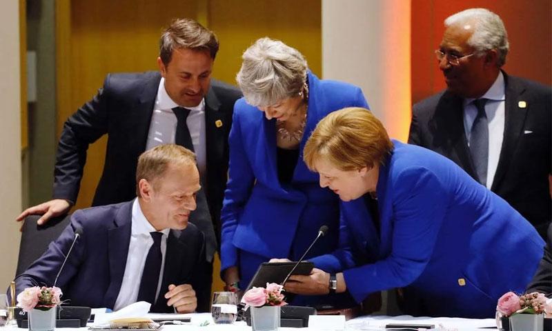 قادة الاتحاد الأوروبي خلال جلسة للاتفاق على تمديد موعد بريكست - 10 نيسان 2019 (AFP)