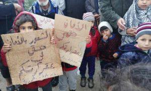 أطفال فلسطينيون في مخيم دير بلوط شمالي حلب في آذار 2019 (مجموعة العمل الفلسطينية)
